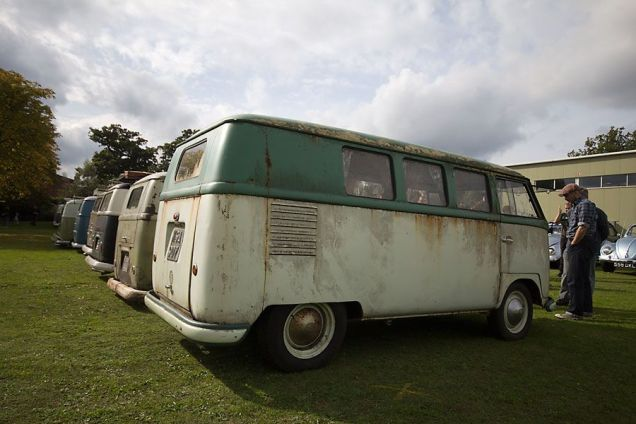 UK RHD Barndoor Bus